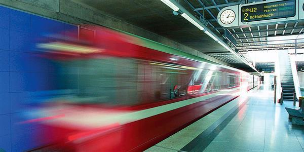 Ankomst til Nürnberg Messen med enten fly, i bil eller med tog